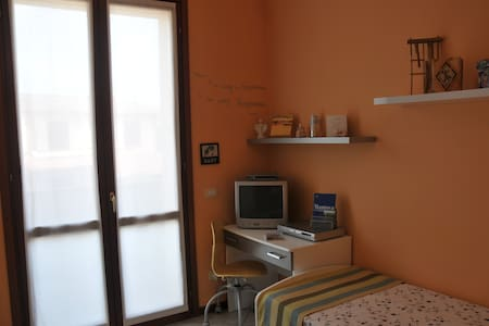 Twin bedroom with own private bathroom near Mantua - Levata