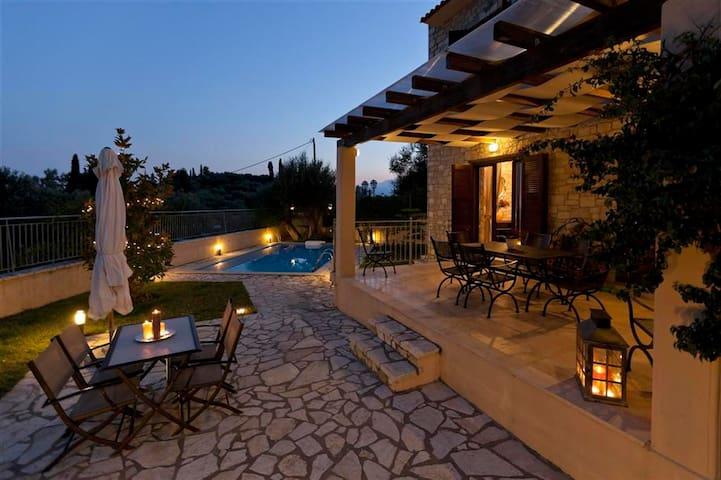 Parathalasso Villa A - Monastiraki