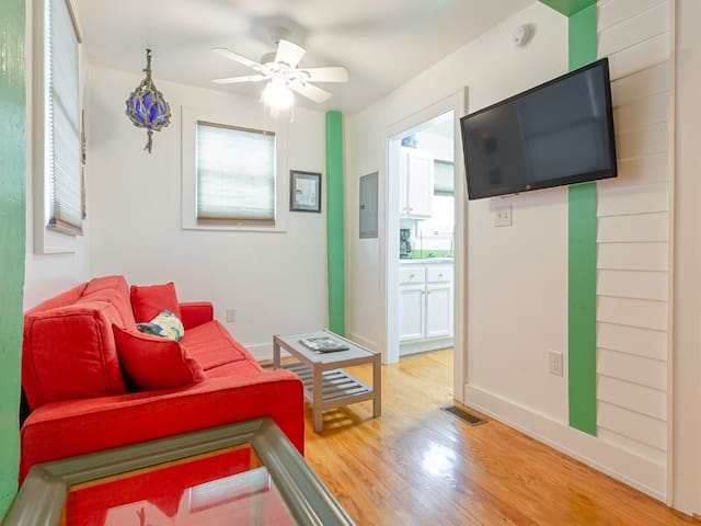 Fully Furnished Apartment in Historic Tybee Island Apartment Building Only Steps to the Beach - Beachwalk 2