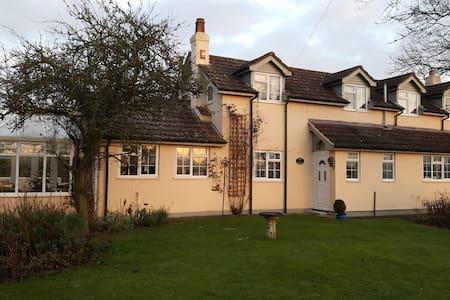 Charming rural detached cottage. - Leominster
