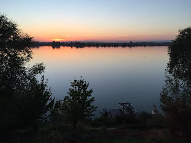 Lake front fisherman's Paradise - Moses Lake - Karavan/RV