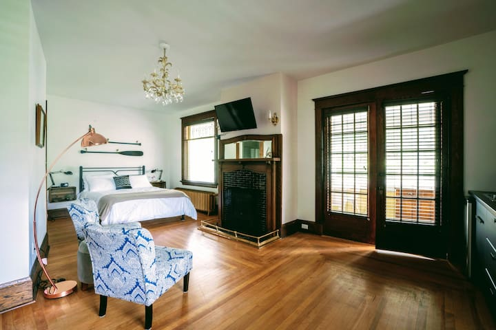 The Kinley House ~ Suite #1 (Sea Flower)