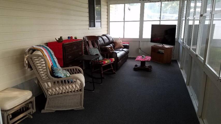 The Tavares Guest Porch