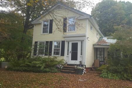 """Meadow House"" 3 Bedroom 1840 Home"