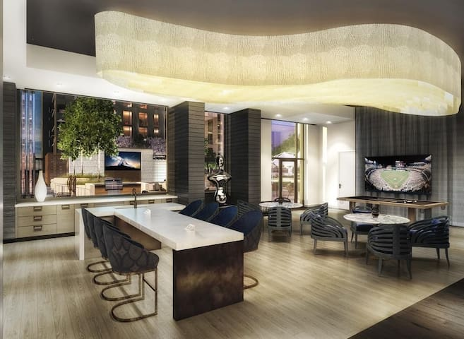Luxury High Rise Condo Apartment Heart of Tyson's