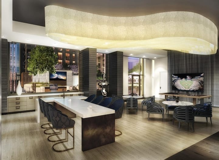 Luxury High Rise Condo Apartment Heart of Tyson's