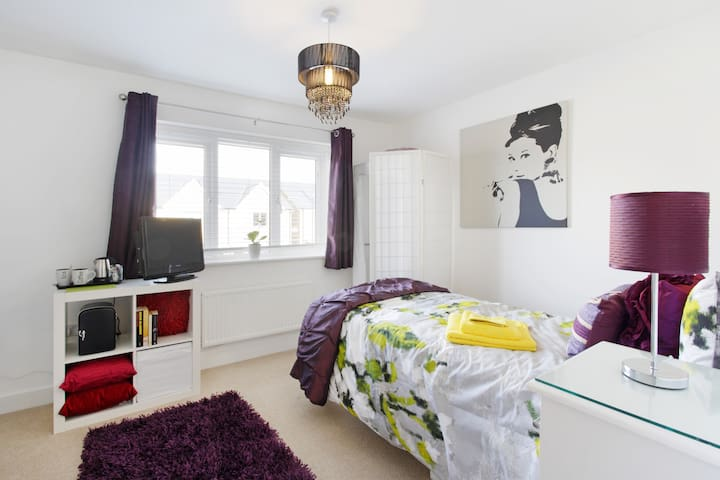 Stylish room new home, fab location - Milton Keynes - Haus