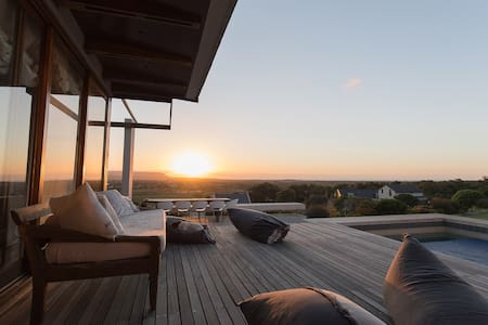 Apartment with Spectacular Sunset Sea View