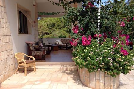 Villa, pochi passi dal mare Salento - Torre Santa Sabina - Villa