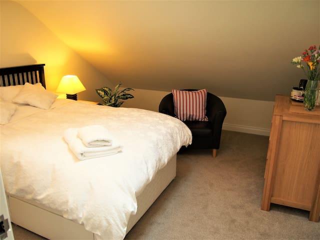 Cosy, quiet attic bedroom.