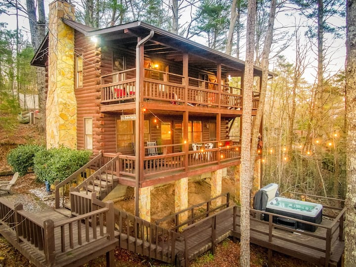 Tucked Away yet close to ALL, Views,Hottub+Firepit