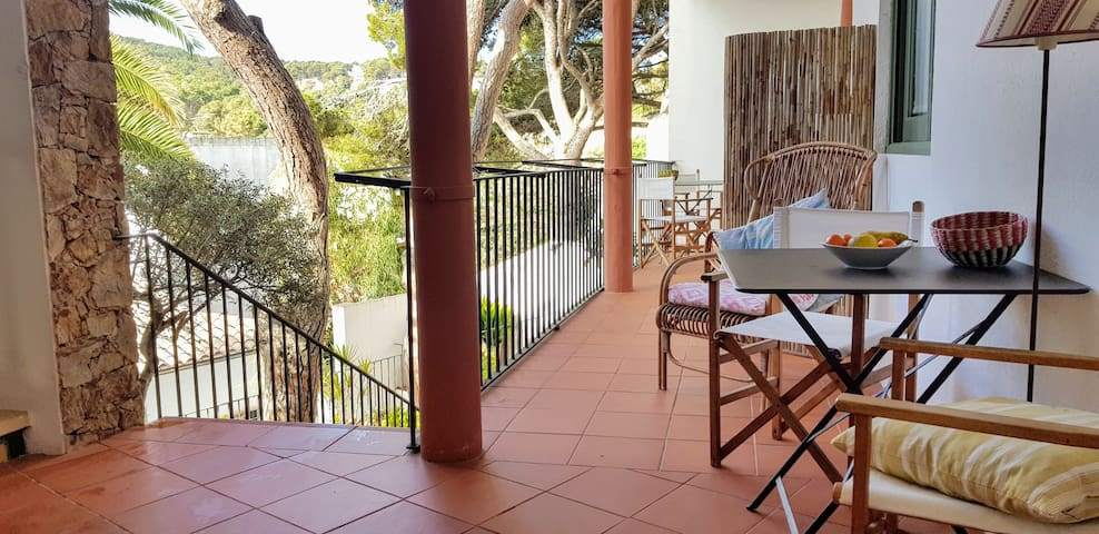 Tamariu 1- Cozy and quiet apt 50m from the beach! Free wifi + terrace
