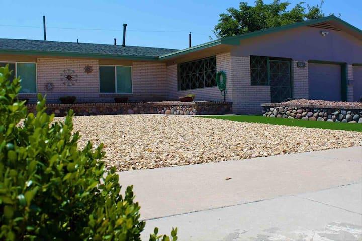 Green House (Cielo Vista) convenient & spacious💚