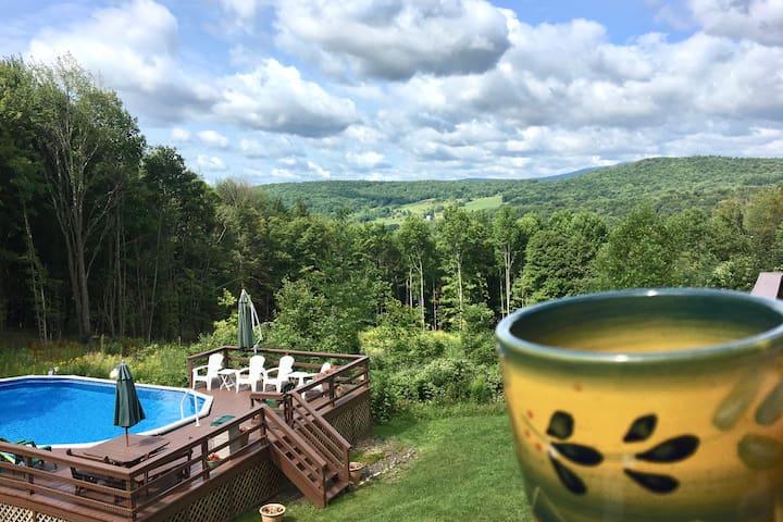 La Casa Roja: Catskills Getaway with Private Pool