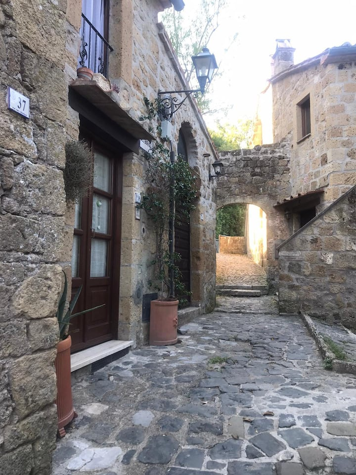 Cosy pied-a'-terre in authentic Etruscan village