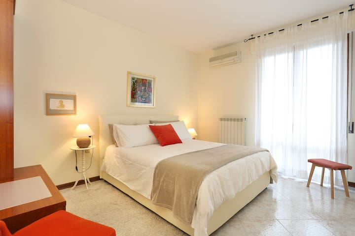 Scilla's Flat with terrace and private parking