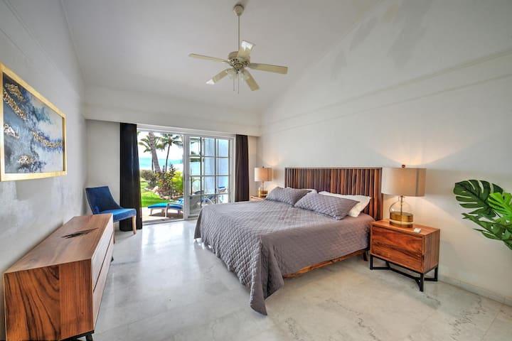 Master Bedroom overlooks pool/ directly on the beach/ocean