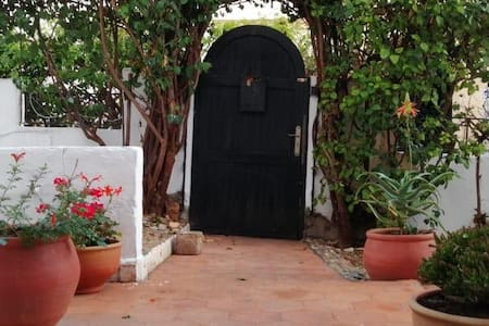 Maison lumineuse et fleurie à Agadir