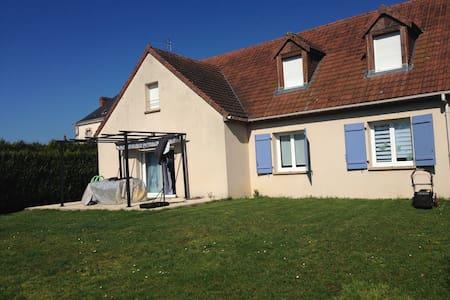 3 chambres dans maison avec terrain clos - Montfort-le-Gesnois - Haus