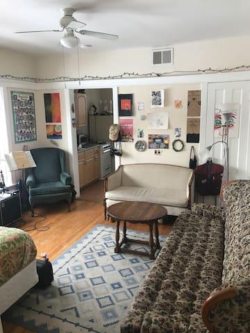 Cozy Andersonville Studio