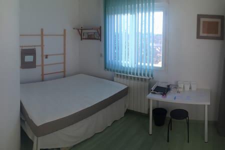 Chambre + cuisine + Salle d'eau + terrasse - Cenon