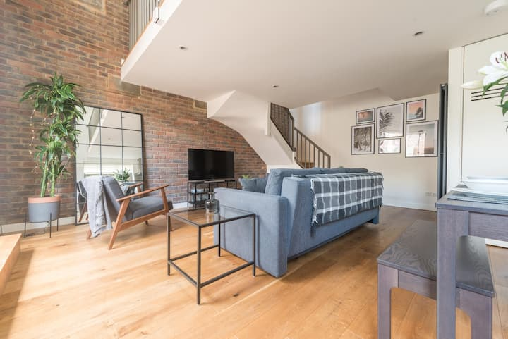 One Of A Kind Secluded Luxury Duplex In The Heart Of Henley