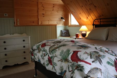 Muzzy Ridge Farm Shepherds Room - Searsmont - Bed & Breakfast