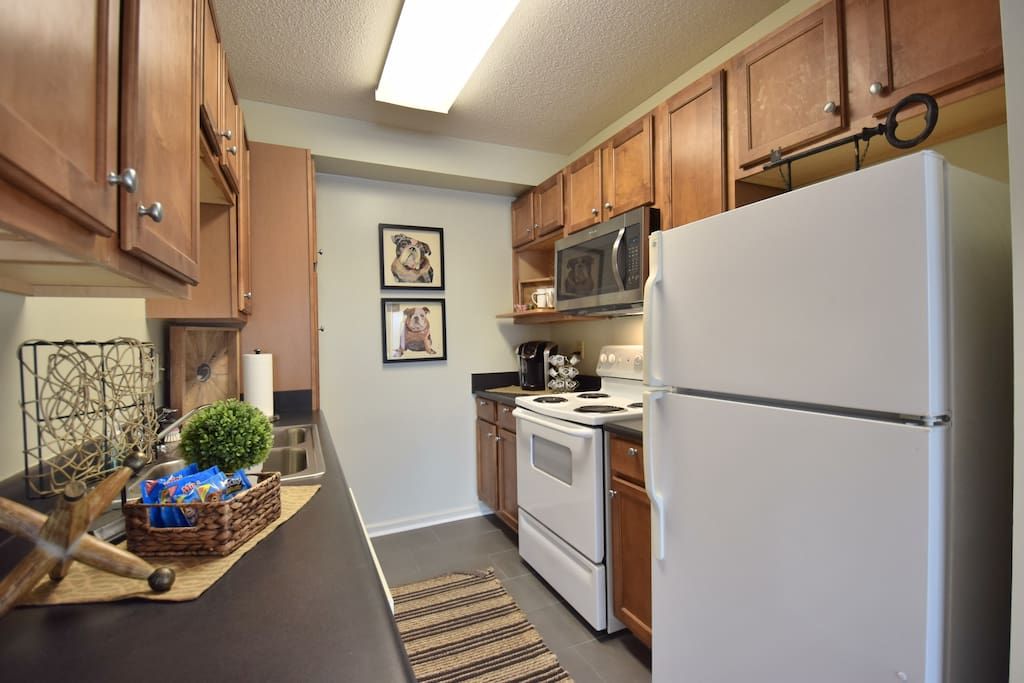 Full Size Kitchen w/Amenities for cooking!!