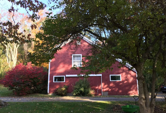 Charming 2 Bdrm Barn Near New Haven - Woodbridge - Appartement