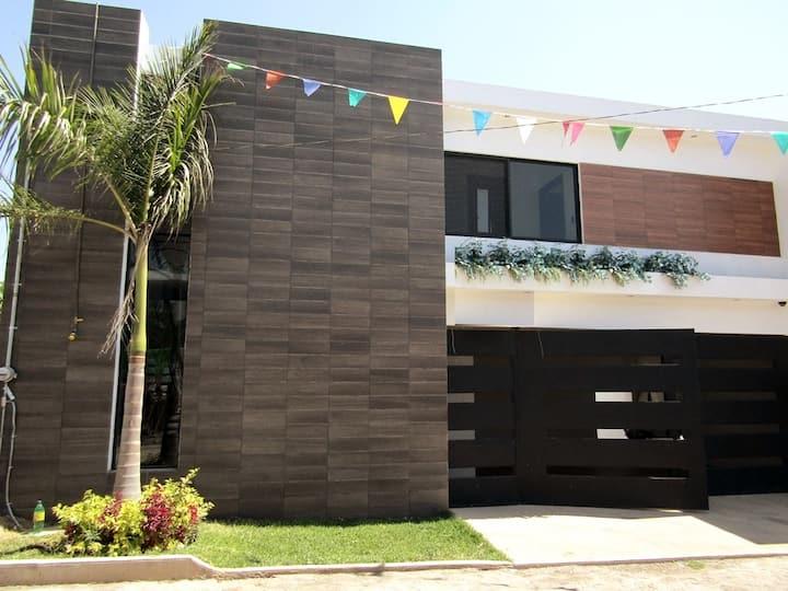 ¡Casa Moderna Con Alberca Privada! Seguridad 24hr