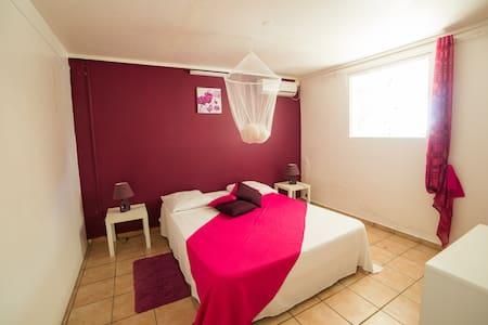 T3 spacieux, climatisé, plage WIFI, Tables d'hôtes - Sainte-Anne - Квартира