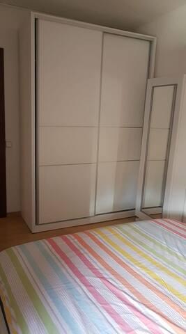 Armario dormitorio principal y Zapatero con espejo