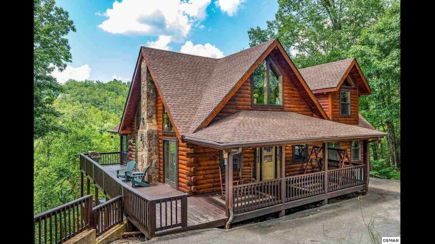 Smoky Mountain hideaway with a view!