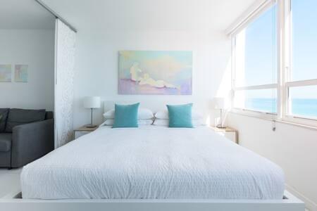 New 8th Floor Beachfront 180º Oceanview Apartment