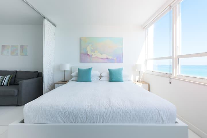 New  Beachfront 180º Oceanview Apartment