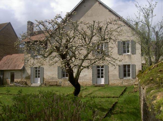 LE PRESBYTERE : 13 PERSONNES - Scey-Maisières - House
