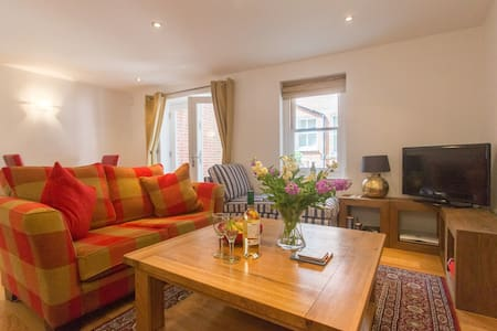 Stones Throw - Charming apartment near the seaside - Aldeburgh