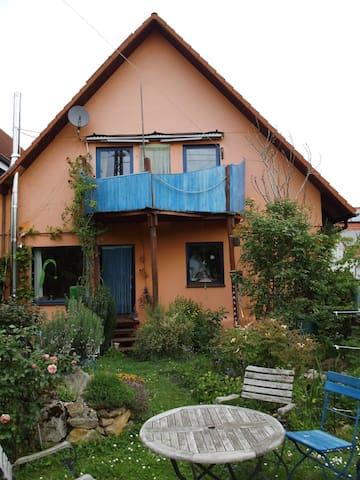 Künstlerhaus am Fusse des Schönbergs
