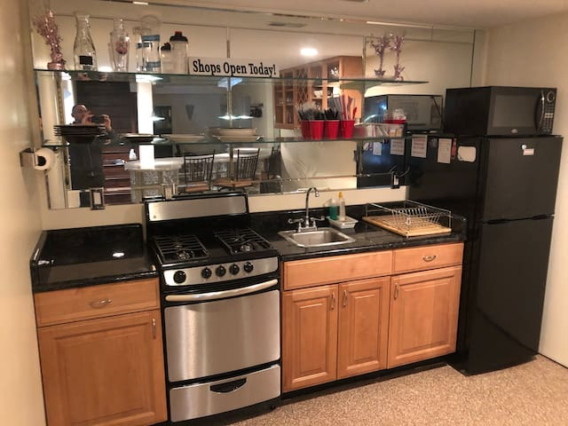 Comfortable & Convenient living in heart of Solon