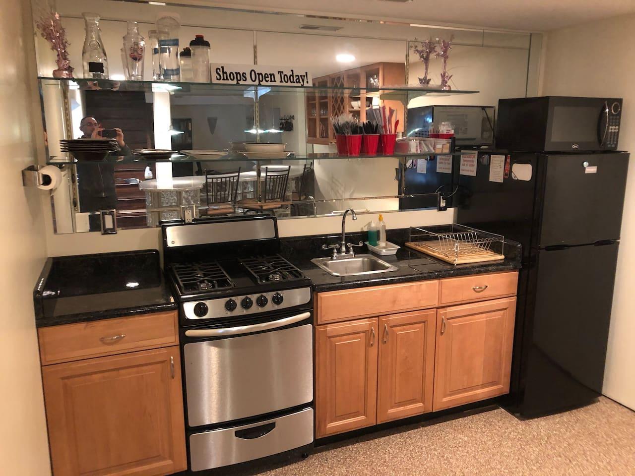 Practical economy style kitchen