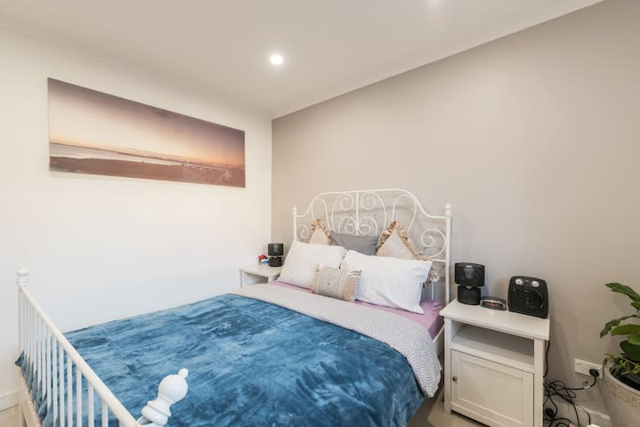 Brand new Granny flat near  Airport and beach