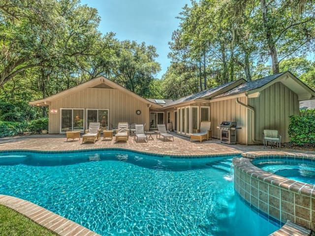 This is an adorable 3 bedroom, 3 full bath home, nestled in the heart of Sea Pines.
