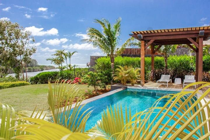 Azuri 5BR private villa in Roches Noires (N.East)