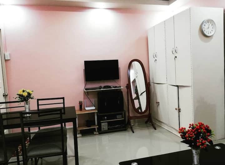 Fully-furnished house with WIFI, videoke & ebike