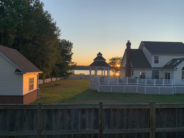 Widewater Beach GetAway - Aquia Creek Water View