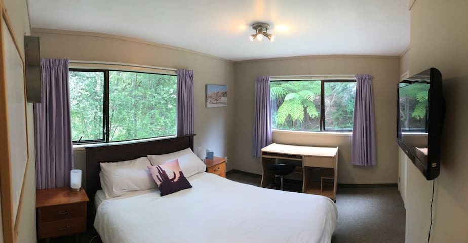 Spacious double room on the North Shore