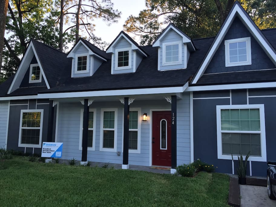"600sqft Tiny Victorian built on fyi's #1 hit tv show ""Tiny House Nation"""