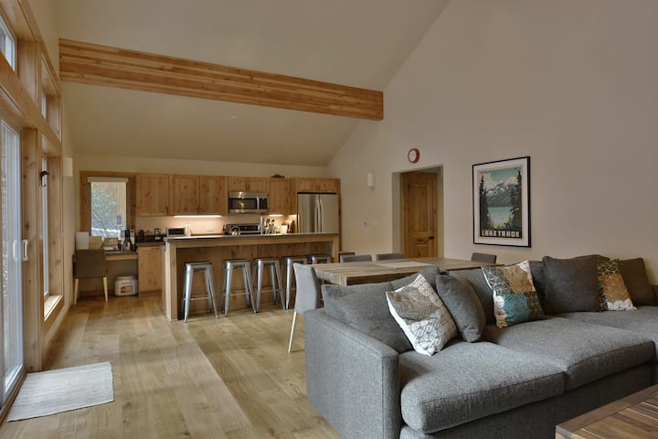 Contemporary Tahoe Donner 3 BR 3 Bath with Hot Tub - Dogs OK