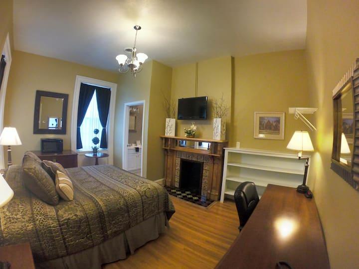 King Room 211 - Single King Room w/ - Beacon Hotel