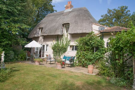 How Wood Thatched Cottage - Kent - House